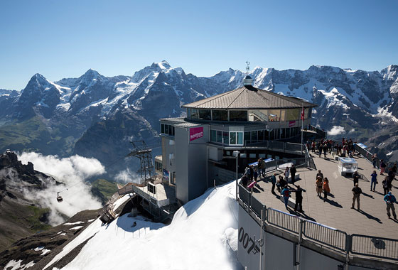 Cleaning blitz on the Schilthorn